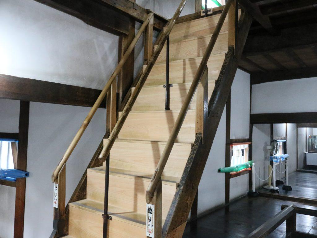 1Fから2Fへの階段